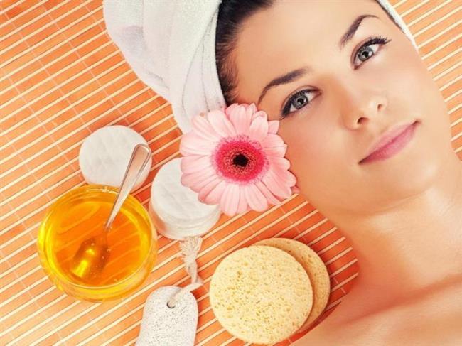 Ne İşe Yarıyor: Bal cildi yumuşatır ve limon suyunda bulunan aktif maddelerin daha iyi emilmesini sağlar. Bu maddeler de cildin yağ salgısını dengeler, fazla yağ salgısı sonucu oluşabilecek sivilceleri önler.   Ne Zaman Kullanılmalı: İhtiyaca göre 10 - 15 günde bir tekrarlayabilirsiniz.