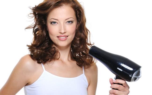 Saçlarınızı havlu ile kurutmak saçınızı kurutur ve kırar. Bu işlem yerine saçınızı nemli bir şekilde havluda biraz bekletip saç kurutma makinesi ile kurutmanız daha iyi olacaktır.