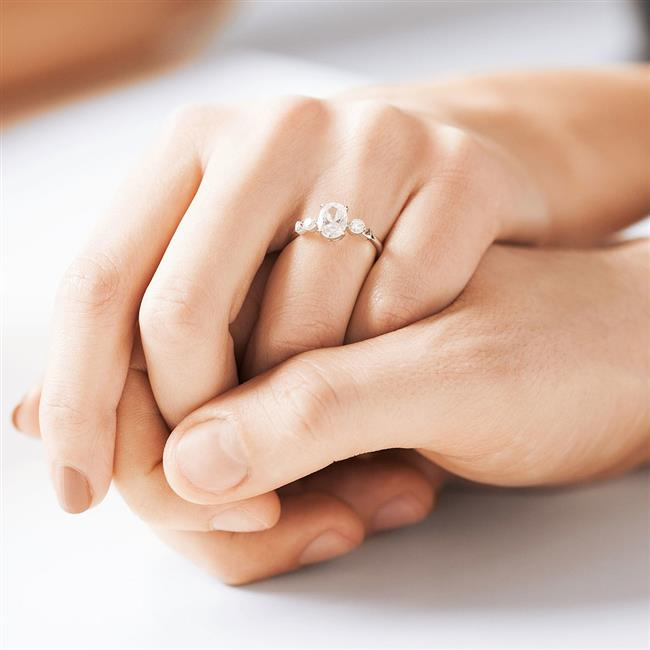 Üçtaş   Çiftlerin geçmişini, geleceğini ve şimdisini temsil eder. Bu ilişki değerli bir zamanın bir arada geçeceğini gösterir.  <a href=  http://mahmure.hurriyet.com.tr/foto/astroloji/burclara-gore-evlilik-ve-balayi_41721/
