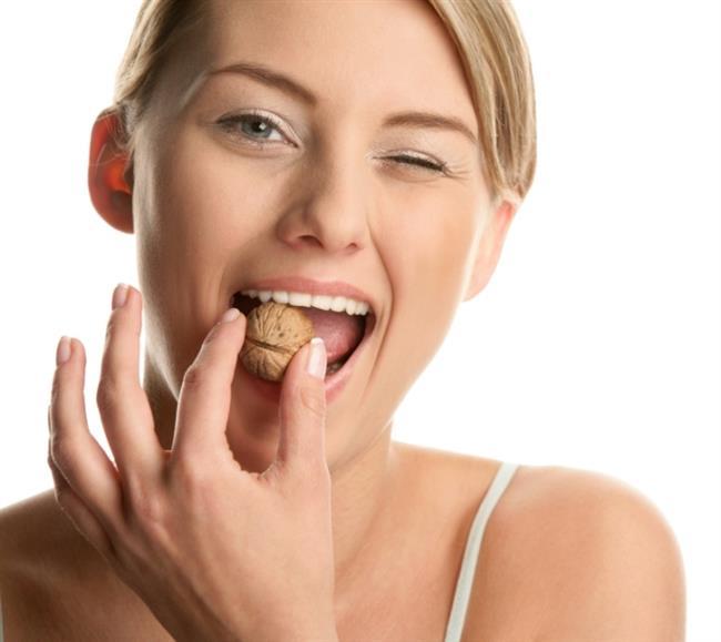 İşte enerji verici ve organik besinler  Badem, ceviz, fındık, kabuklu deniz mahsulleri, koyu kırmızı meyveler, siyah çikolata, halsizlik hissedildiğinde ilk tercih edilecek seçeneklerdir. Kırmızı et az pişirilerek tüketildiğinde içerdiği vitamin benzeri koenzim-Q-10, B12 vitamini ve mineraller sayesinde kendinizi iyi hissetmenize yardımcı olacaktır. Organik besinlerin antioksidan ve mineral içeriğinin daha yüksek olduğu düşünülmektedir.