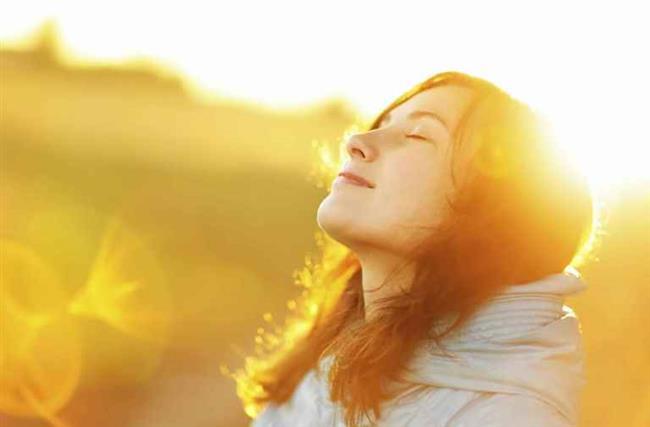 Güneş vitamini   D vitamini, besinler yoluyla günlük ihtiyacın yüzde 5-10'undan fazla alınamayan, kas kemik beyin-sinir sistemi, metabolizma tiroid bağışıklık yumurtalık sindirim prostat fonksiyonları ile çok yakından ilişkilidir. Yaz güneşi dışında vücudumuzda üretilemediğinden en fazla eksiliği duyulan vitamindir. Enerji eksikliği ve bağışıklık sisteminde zayıflamaya neden olmamak için yazın sağlıklı güneşlenerek, kışın kan düzeyi eksik ise dışarıdan takviye alarak normal seviyede tutulması gerekmektedir.