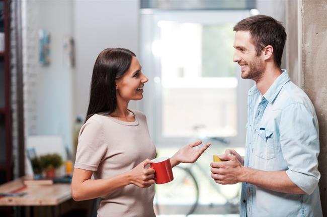2- SORUNLARINIZI AÇIKÇA KONUŞUN  Sorunları halının altına süpürmekle onlardan kurtulamazsınız. Açıklık, dürüstlük ve iletişim, mutlu bir evliliğin yapı taşlarıdır. Kocanıza sizden uzaklaşmasıyla ilgili duygularınızı ve durumu değiştirme isteğinizi açıkça anlatın.