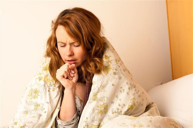 Sigara hem mekanik hem hücresel savunmada hasar oluşturuyor. Dolayısıyla aynı mikropla karşılaşan 2 kişiden sigara içenin hastalığa yakalanma riski 5 kat fazla oluyor. Eğer altta yatan başka bir hastalık varsa bu risk kat kat artıyor.