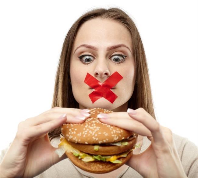 Açlık hormonu olarak bilinen ghrelin; enerji dengesi ve besin alınımının düzenlenmesinde rol oynar. Sol omuzda bulunan bu hormon kişilere 30 dakika arayla yemek yemelerini söyler.  Leptin hormonunun karşıtı olarak kabul edilen ghrelin hormonu yağ dokusunda salınır. 1999'da Japon bilim adamları tarafından bulunan bu hormonun aynı zamanda büyüme hormonu salgılatıcı etkisi bulunur. 28 aminoasitli bir hormon olan ghrelin, çoğunlukla midede olmak üzere az miktarlarda da bağırsak, böbrek, plasenta, hipofiz, ince bağırsak, tükürük bezi, kalp, tiroid bezi, pankreasın alfa hücreleri, hipotalamus ve gonadlarda üretilir.