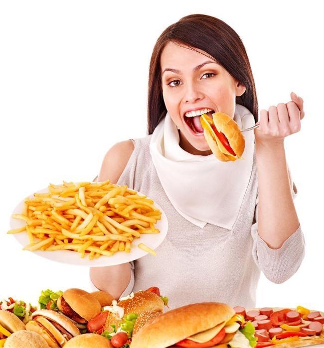 Ghrelinin her öğün öncesinde yükselerek iştahı uyardığı ortaya çıkmıştır. Bu hormonun düzeyi her öğün öncesinde en yüksek seviyeye çıkar, yemek yenildikten 90 dakika sonra ise en düşük seviyeye iner. Yapılan araştırmalarda ghrelinin hiperglisemiyi uyardığı, insülin düzeylerini azalttığını diğer yandan ise hiperglisemi ve insülin ghrelin düzeylerini azalttığı görülmüştür.