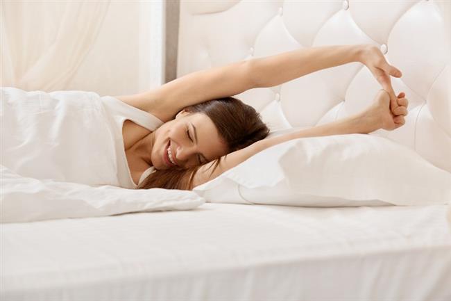 İyi bir uyku ile açlık hissini azaltabilir ve ghrelin hormonunun etkilerini düzene koyabilirsiniz. Gece uykusu oldukça önemlidir. Kalitesiz ve az gece uykusu ghrelin hormonunun seviyesini arttırır ve kişilerin daha çok yemesine dolayısıyla da kilo almasına sebep olur.