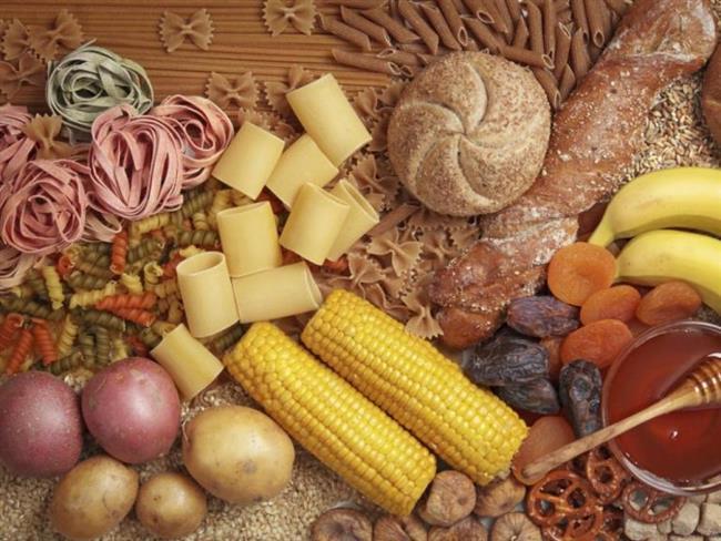 Karbonhidrat ağırlıklı yiyeceklerin içeriğindeki lifler, sindirim sistemini harekete geçirir. Bu besinleri tüketmek uzun süre tokluk hissi verir. Nohut, incir, havuç, tuz, tarçın ve mısır gibi glisemik endeksi yüksek ve çabuk acıktıran besinleri tüketmekten kaçınılmalıdır.
