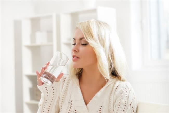 Yapılan çalışmalar, tat alma duygusunu değişik tatlarla tatmin etmenin daha az miktarlarda yemeyi sağladığını ortaya koymuştur. Su içmek tok hissetmeye neden olur. Susuzluk beyne açlık hissine benzer sinyaller gönderir. Bu nedenle günde 2 litre su içme kilo vermeye yardımcıdır.