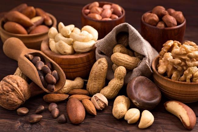 Protein içeren besinler karbonhidrat ve yağlara oranla daha uzun süre tok tutar. Bu nedenle protein içeriği yüksek olan besinler iştahı azaltır. Krom, insülin dengesini sağlamada oldukça etkilidir. Kan şekerini dengelediği için iştahı da azaltır. Krom minerali fındık, ceviz gibi kabuklu yemişlerden bulunur.  Kaynak:onikibilgi