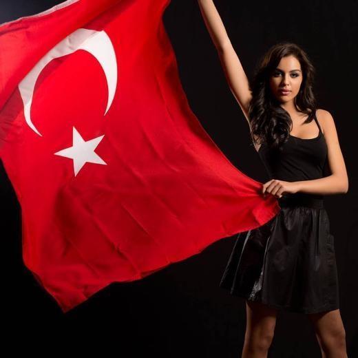 Güzellik Yarışmasına katılana kadar Almanya'da yaşayan Berrin Keklikler üç yıldır ablasıyla İstanbul'da yaşıyor.