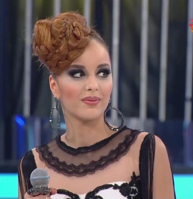 2015'te Star TV'de sunuculuğunu Murat Başoğlu'nun yaptığı jüri koltuğunda Seyfi Dursunoğlu, Nükhet Duru ve Ümit Erdim'in olduğu 'Benzemez Kimse Sana' yarışma programına katılmıştır.