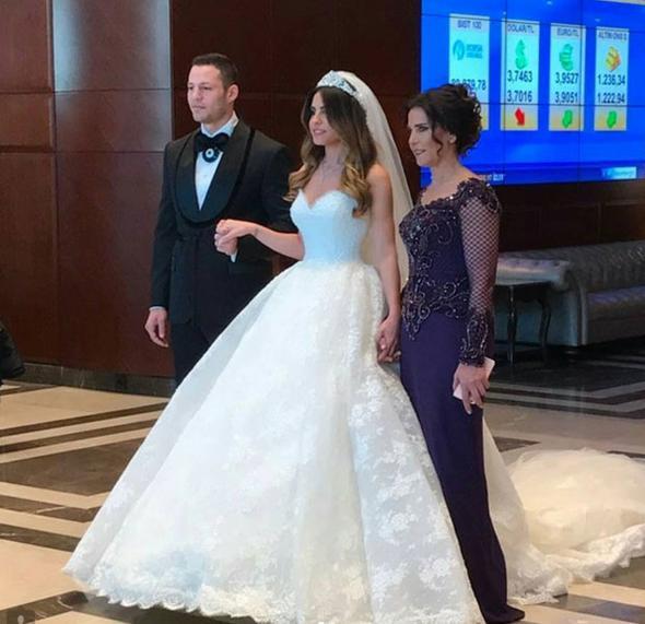 İki hafta önce bir süredir nişanlı olduğu Serap Korkmaz ile nikah masasına oturan Survivor 2016'nın şampiyonu boksör Çağan Atakan Arslan, bugün düğün yaptı.