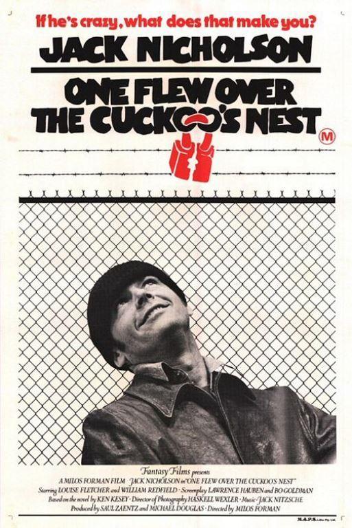 GUGUK KUŞU (One Flew Over the Cuckoo's Nest):    Eyalet Akıl Hastanesi'nde kısa bir tatil kulağa pek de kötü gelmiyor, öyle değil mi? Randle P. McMurphy (Jack Nicholson), damarlarında kan yerine elektrik dolaşan, ağzı çok iyi laf yapan özgür ruhlu bir mahkumdur. McMurphy, deli numarası yaparak kendisini 'kaçıklar' olarak nitelediği adamların yanına aldırır. Ve hemen ardından, onun bulaşıcı düzensizlik sevdası yeni geldiği yerdeki uyuşturucu rutinle karşı karşıya gelir. McMurphy Dünya Kupası maçları oynanırken, yeni arkadaşlarının yatıştırıcı ilaçlara boğulmuş bir şekilde ortalıkta bornozlarla dolaşmasına dayanamaz. Bu, savaş demektir! Bir tarafta McMurphy vardır. Diğer tarafta ise, sinema tarihinin en soğuk ve canavar ruhlu karakterlerinden Hemşire Ratched (Louise Fletcher) vardır. Ortada ise, koğuştaki herkesin kaderi. Ken Kesey'in en çok satanlar listesindeki romanından uyarlanan Guguk Kuşu, 1975'te beş ana Akademi Ödülü'nü kazandı.