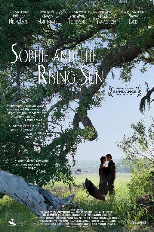 SOPHİE VE GÜNEŞİN DOĞUŞU (Sophie and the Rising Sun):    Sophie bir balıkçı şehrinde herzamanki günlerinden birinde nehir kenarında çekik gözlü bir adamı baygın halde bulacak ve ona ilk yardımı Sophie yapacaktır.  Güney Carolina'da geçen olayda bu adamın neden orda olduğu merakı saran Sophie zamanla bu adama aşık olacaktır. Aralarında çok güzel ilişki başlamıştır hergün beraber zaman geçirmeleri Pearl Harbor saldırısı yapılana kadar sürecektir.