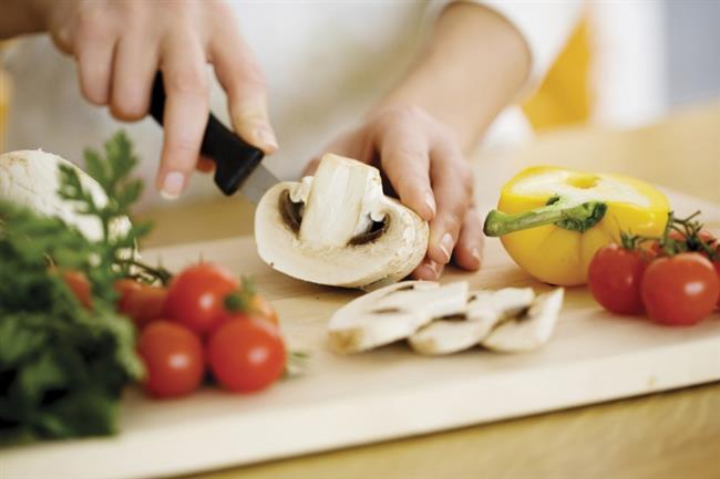 Sağlıklı yemekler yapma imkanı sunan yöntemle, bulaşık makinesinin çok fonksiyonlu bir araca dönüştüğünü vurguladı. Yemek pişirme işleminin bulaşık makinesinin tencere, tava yıkanan kısmında yapıldığını aktaran uzmanlar, şunları anlattı:
