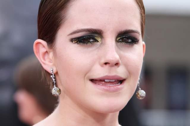 Siz siz olun, Emma Watson gibi tüm makyaj hatalarını bir seferde harcamayın. Aslında hiç harcamayın, neden makyaj hata yapasınız, neden olduğunuzdan yaşlı görünesiniz ki?   İşte sizi olduğunuzdan daha çok yaşlı gösterecek makyaj hataları...