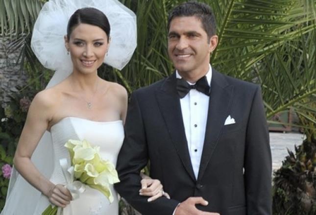 Nefise Karatay ile evli olan iş adamı Yusuf Day, yeni doğum yapan eşini bırakıp Bodrum'a tatile gitmişti.