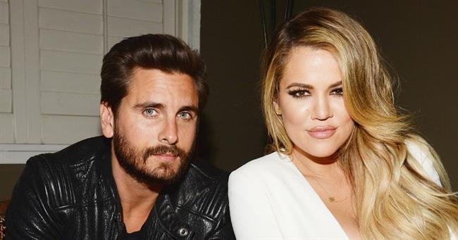 Scott Disick, eski sevgilisi ile bir tekne partisinde oldukça yakın bir şekilde görüntülenince, 9 yıllık sevgilisi Kourtney Kardashian tarafından terk edildi.