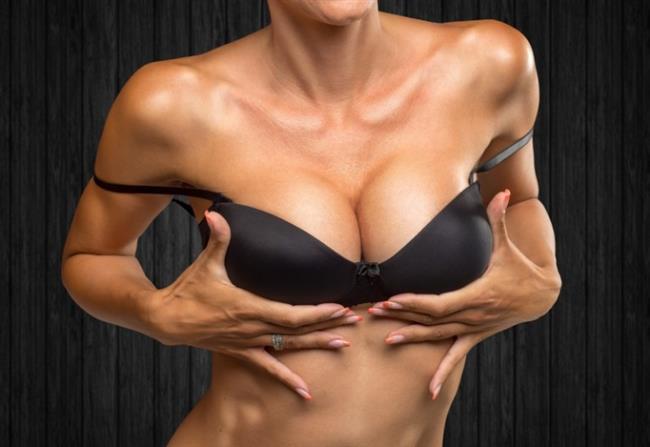 7. Yanlış: Dergide gördüğüm kadınınki gibi bir meme yaptırabilirim.   DOĞRUSU: Estetik ameliyatlar veya girişimler her kadının yüzüne veya vücuduna uygun şekilde planlanmalı.Dolayısıyla boyu 1.45 cm olan bir kadın ile boyu 1.80 cm olan bir kadına yerleştirilecek olan protezin büyüklüğü aynı olamaz. Cerrahi müdahale; meme şekli, kadının ailesinde meme hastalığı olup olmadığı, vücut yapısı, doğum yapıp yapmadığına dikkat edilerek planlanıyor.