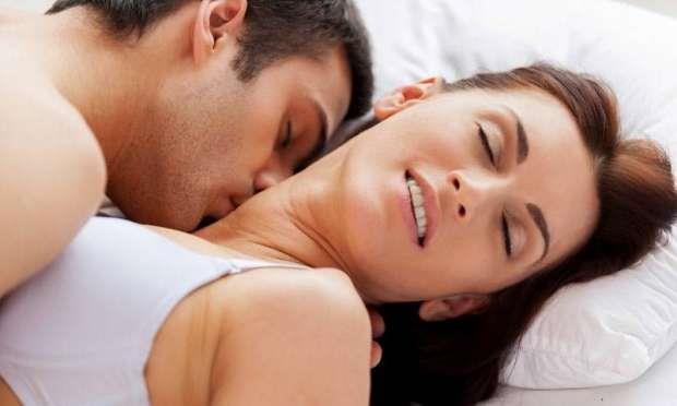 Gerçek bir Fransız öpücüğü, yüzün tüm kaslarını çalıştırır. Bu kasların bazıları sizin daha genç ve kesinlikle daha mutlu görünmenizi sağlar.