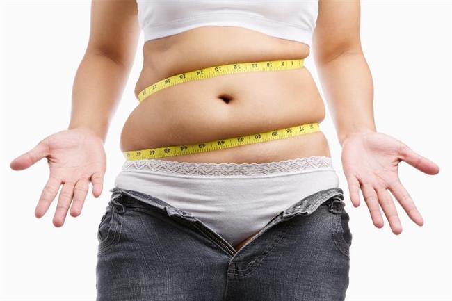 Kötü haber; karın bölgesinde biriktirdiğiniz aşırı kilolardan sadece düşük bel pantolonlarınız değil, organlarınız da rahatsız.  Karın bölgesinde ne kadar çok yağ depolanmasına izin verirseniz; diyabet, kalp hastalıkları, inme ve yüksek tansiyon riski de bir o kadar artar; fakat aynı şey kalça çevresinde depolanan yağlar için geçerli değildir.