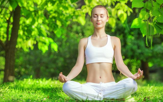 Ne yapabilirsiniz? Yoga ve derin nefes alma gibi faaliyetler stres ve anksiyeteyi azaltmaya yardımcıdır. Bu faaliyetler vücudunuzdaki parasempatik sinirleri aktive ederek, otomatik olarak rahatlamanızı sağlar.