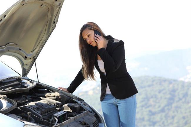 1) Arabanız çalışmıyor. Benzininiz var ve araba doğru viteste değil mi? Direksiyonun arkasındaki gösterge panelinde herhangi bir ışık yanmıyorsa, akü bağlantılarını kontrol edin. Eğer gevşemişlerse ve motoru çalıştırdığınız anda sesler geliyorsa, yakınızdaki bir kişiden yardım isteyip, arabayı vurdurarak çalıştırmayı deneyin. Eğer çalışıyorsa, servise gidip, akünüzü kontrol ettirin. Ama eğer çalışmazsa ve hâlâ sesler duymaya devam ediyorsanız, sorun marştan kaynaklanıyor olabilir ve arabanızın servise gitmesi gerekir. benzin kokusu alıyorsanız, hemen motoru kapayıp, arabanın yanından uzaklaşın. Arabanızda sızıntı olabilir ve bunun hemen tamir edilmesi gerekir.   2) Eski sevgiliniz ve kız arkadaşına rastladınız. En önemli şey kendinize hakim olmayı başarabilmenizdir, bu yüzden de kendinizden emin bir şekilde oturun veya ayakta durun. Sonra da sizi mutlu eden bir şey hayal edin. Tokalaşmak için elini uzatan ilk siz olun ve kendinizi tanıtın. Ama fazla uzatmadan, kısa tutun bütün bu yaptıklarınızı. Bir yere geç kaldığınızı söyleyin ve yanlarından ayrılın.