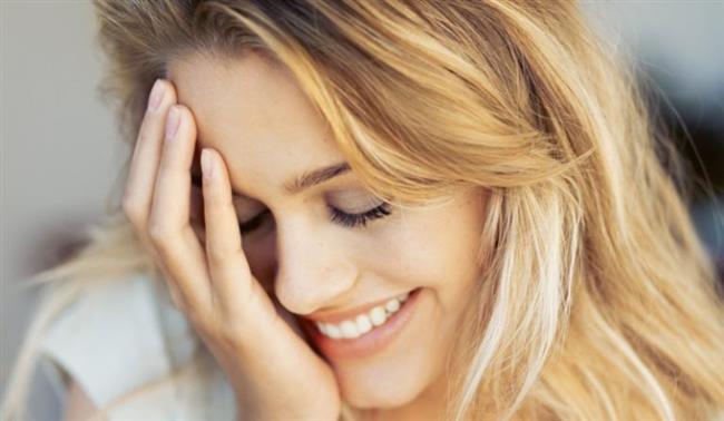 5) Utanınca kızarıyorsunuz. Nefesinizi kontrol ederek, boynunuza ve yüzünüze giden kanı durdurmaya çalışın. 6 ya da 8'e kadar sayarak derin nefes alın, bir dakika boyunca tutun ve 10'a kadar sayarak nefesinizi yavaş yavaş verin. Yüzünüzdeki sıcaklığın azaldığını hissedene kadar tekrar edin.  6) Ütü yaparken gömleğinizi yaktınız.Kumaşın üzerine damıtılmış beyaz sirke dökün ve bir bezle silin. Fazla yanmamışsa, lekeler bu şekilde kaybolacaktır. Sirke kokusunu yok etmek içinse, üzerine çok az oda spreyi sıkabilirsiniz.