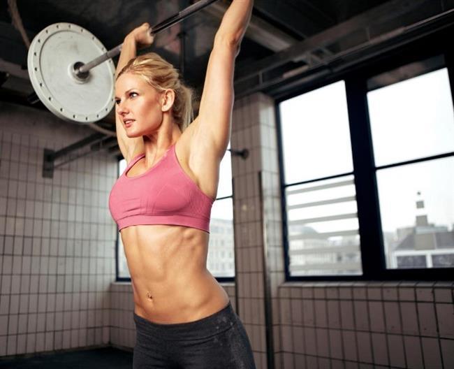 """Egzersiz:  Dikdörtgen vücut tipine sahip olanlar, """"power training"""" adı verilen egzersiz planını yapmalıdırlar. Bu, tüm vücudu çalıştıran bir egzersiz türüdür ve vücudunuzdaki her kasa hitap eder. Sonucunda ise kaslarınızın daha fazla belirginleşmesine ve bel/karın bölgesindeki yağlardan kurtulmanıza yardımcı olur."""