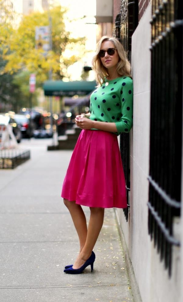 Bir kadının günlük gardırobunun temel parçası:  Renkler, desenler, şekiller ve diğer pek çok şey  ve güzel vurgulanmış kombinasyonlarının oluşturulması için kullanılabilir. Bu şekilde de sizin görünümünüz için bazı yeni ve süper konforlu seçenekleri keşfetmek mümkün olacak. Tabii ki, siz de başarıyı tamamlamak için her bir tasarımın desenleri, renk kombinasyonları ve dış giyim parçaları ile giysiler, dikkat çekici ve doğru kombinleme  konusunda iyi düşünmeniz gerekir.