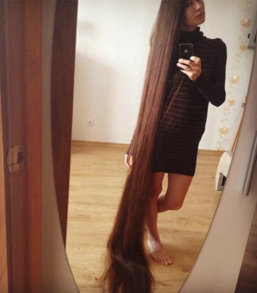 Aliia Nasyrova'nın saçlarını bu kadar uzatmaya karar vermesinde küçükken dinlediği Rapunzel masalının etkisi olmuş. Uzun saçlarını merdiven gibi kullanarak kapatıldığı kuleden kazan bu masal karakteri genç kadının hayatını böylesine etkilemiş.