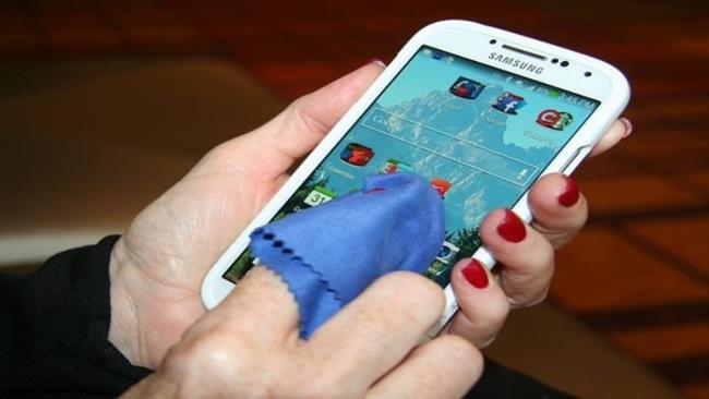Telefonlar   Temizliğine dikkat etmemiz gereken bir diğer eşya da telefonlar. Gün içinde elimiden hiç düşmeyen telefonlar bakteri yuvası diyebiliriz. Bu yüzden telefonları gün sonunda gözlük beziyse yada özel mendilleriyle temizlemeliyiz.