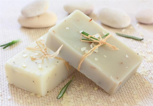 Kalıp Sabunlar :    Banyo lavabosunda kullanmak üzere, özellikle de açıkta bırakılmış kalıp sabunlar kullanmayın. Hem herkesin mikrobunun sabuna bulaşması ve banyo gibi nemli ortamda o mikropların kolayca üreyebilir. Bu yüzden en iyisi sıvı sabunlar kullanmak.