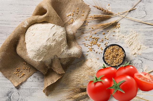 Tam buğday Unu Ve Domatesli Maske   Tam buğday unu özellikle Hindistanda güneş yanıklarından kurtarıcı, cildi tedavi eden,rengini açan bir gıda olarak bilinir. 2'şer tatlı kaşığı buğday unu ve domates suyunu karıştırın. Bu karışımı cildinize uygulayıp, 15-20 dakika kurumasını, cildin karışımı emmesini bekleyin. Ve ardından yüzünüzü yıkayın.  Cildiniz beyazlaşacaktır.