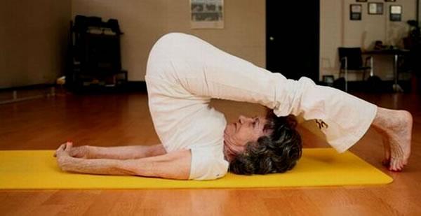 75 yıldır yoga eğitmenliği yapan Porchon-Lynch ilk günden beri enerjisini hiç kaybetmediğini, karşılaştığı olumsuzlukları pozitif duruşu sayesinde atlattığını söylüyor. ''Yaşama sevinici içinizde'' diyen Tao Porchon-Lynch'ten altın değerinde yaşam tavsiyeleri...