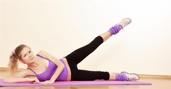 Yan şekilde yatıp aşağıdaki görseldeki gibi bacaklarınızı sırayla 3×10 olarak açmalısınız. Dizlerinizi bükmemeniz gerek. Bu hareket kalçaları ve yanları oldukça iyi sıkılaştıracaktır. Hareket bitince diğer tarafınıza dönüp diğer bacağınızı da aynı şekilde çalıştırın.