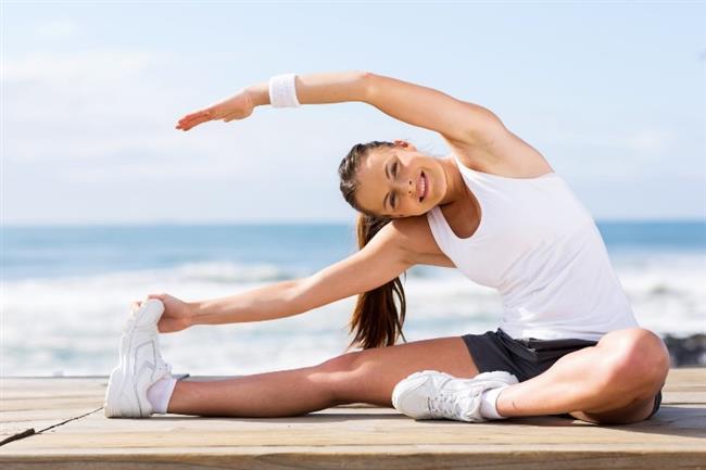 Sağa sola esneyerek kaslarımızı ve kemiklerimizi açıyoruz yan kasları çalıştırıyoruz.  Bu egzersizi yaparken olabildiğince sola ve sağa esnemeye çalışalım. Ne kadar düzgün esnersek o derece fayda sağlayan bir harekettir. Bu hareketi de günde 3×10 şeklinde yapmanız önerilir. Bu hareketlerin tamamını uygulamak 15-20dk'nızı almaz. Bir kaç ay sonra istediğiniz sıkılığa kavuşmanın buna değeceğinden emin olabilirsiniz.