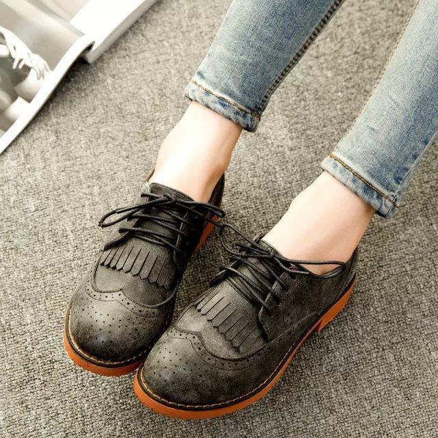 Özellikle boyfriend jeanlerle kombinlenemeye başlanması Oxford ayakkabılara olan ilgiyi arttırdı.