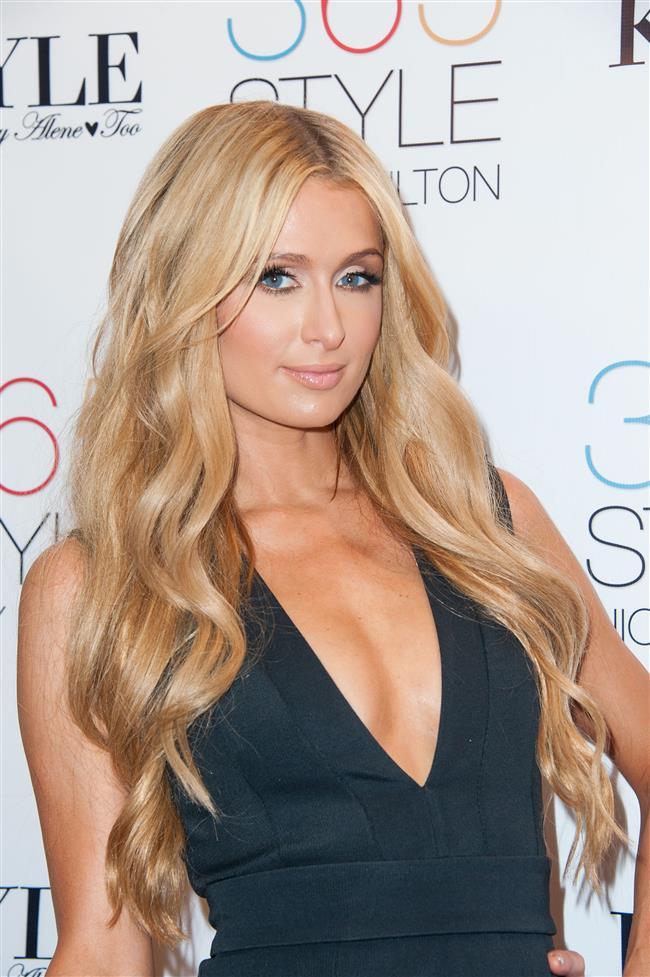 """Paris Hilton  Paris Hilton ve eski sevgilisi Rick Solomon'un gece görüşü modunda yaptıkları çekim """"The 1 Night in Paris"""" adıyla basına sızdı. Bu kaset öyle bir sansasyon yarattı ki, gelmiş geçmiş en büyük seks skandalları arasındaki yerini aldı."""