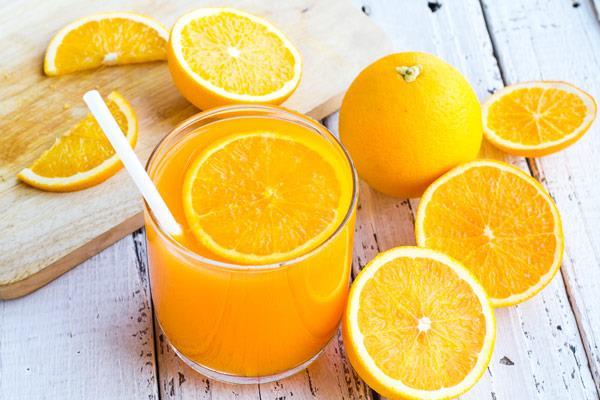 Sıvı tüketiminizi artırın   Normalden fazla sıvı tüketimi sinüslerinizi boşaltır ve tıkalı olan burnunuzu rahatlatır. Su ve bitki çayları bunun için iyi birer alternatiftir.