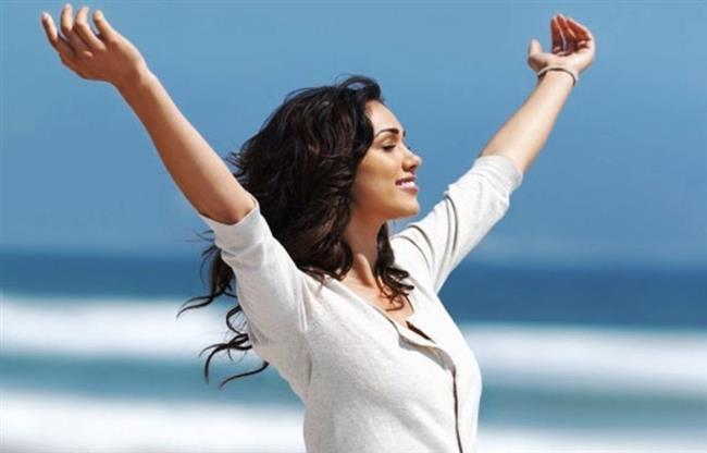 • Hormonları Bağımlılıktan Koruyor  Kadınların alkolik olma durumu erkeklere oranla oldukça düşük. Yapılan araştırmalarda alkol alımı sonrası kadınların beyninden haz hissi veren hormonların daha az salgılandığı gözlenmiş. Bu özellik, sigara kullanımının kadınlarda daha az olmasına da katkı sağlıyor. Madde bağımlılık riskini düşüren bu özellik diğer taraftan depresyon riskinin kadınlarda daha yüksek olmasına yol açıyor.