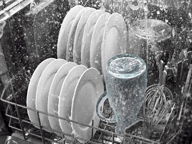 Porselenler:   Porselenler bulaşık makinesinde yıkanabilmesine rağmen, porselenlerin üzerlerinde bulunan sırlar yüksek sıcaklıktan dolayı zarar görebilirler, renkli desenlerin renklerinde solma meydana gelebilir.