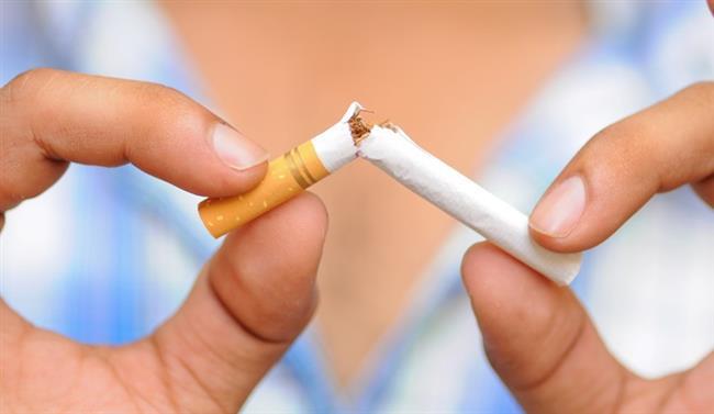 9. Sigara içmeyin alkol tüketiminden kaçının  Yapılan çalışmalara göre sigara içmek birçok kanser türünde olduğu gibi kolon kanserinde de riski artırıyor. Dolayısıyla sigara içiyorsanız hemen bırakın, alkol kullanmıyorsanız başlamayın. Alkol tüketiyorsanız miktar ve sıklığını mutlaka azaltın.