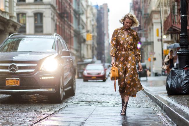 Midi elbise  Kısa boyluların daha uzun görünen bacaklar için sadece mini etek giymesi söylenir ancak bu oldukça demode bir düşüncedir.
