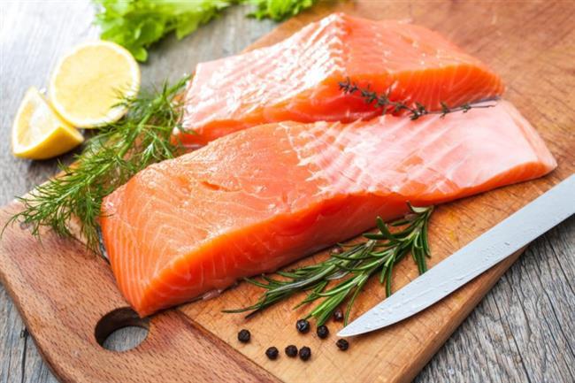 Somon balığı: Omega-3 barındıran tüm balık türleri vücuttaki kalori yakımına yardımcı olmaktadır.  Sarımsak: Antioksidan içeren sarımsak vücuttaki insülin seviyesini düzenleyerek tokluk hissinin daha uzun sürmesine yardımcı olmaktadır.   Yulaf: Kan şekerinin düzenli kalmasını sağlayan yulaf, açlık hissinin oluşmasını engellemektedir. Aynı özellik lif bakımından zengin olan diğer besinlerde de bulunmaktadır.