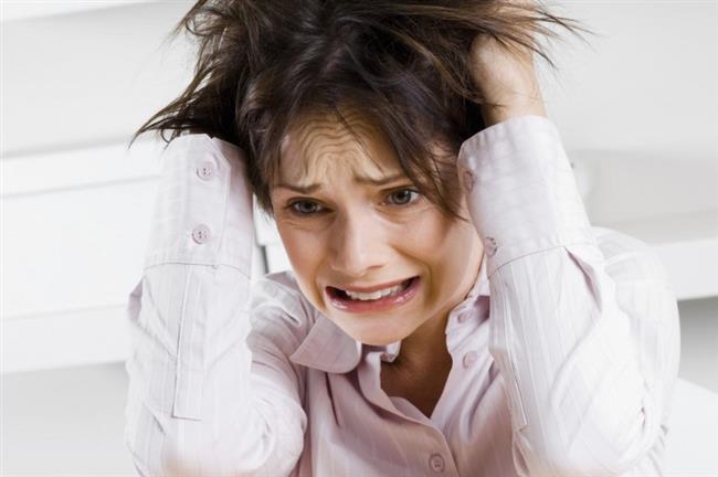 9-) Öğün aralarında yeşil çay ya da keten tohumu tüketmek de tokluk süresini uzatmaktadır. 10-) Stresten uzak durmaya gayret edin. Çünkü stres progesteron hormonunun seviyesini azaltır ve vücut yeniden mutlu olabilmek için şekerli gıdalara ihtiyaç duyar. Oysa şekerli gıdalar tüketmek insülin hormonunun kandaki seviyesini arttırır. Bu durum da leptin hormonunun beyne sinyal göndermesini engeller. Dolayısıyla kısa bir süre sonra yeniden bir şeyler yeme hissi duyarız.