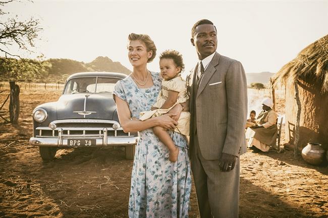 A United Kingdom-Aşkın Krallığı (7 Nisan)  1947 yılında Botsvana kralı Seretse Khama Londra'daki bir ofis çalışanı olan Ruth Williams ile tanışır. Farklı kültürlerden gelen ikili arasında hemen bir aşk oluşur. Ruth, Seretse'nin yeni dünya vizyonundan ve barış isteğinden çok etkilenirken, Seretse de onun bu dünyanın parçası olmayı istemesini çok önemli bulur. Savaş sonrası başlayan sosyal ayaklanma sırasında Ruth ve Seretse sistemi değiştirebilecek bir fırsat görürler. İkili birbirlerine ne kadar aşık olsalar da önlerindeki tek engel ailelerinin tepkileri olmayacaktır. İngiliz ve Güney Afrika devletleri de bu evliliğin karşısındadır. Zira çift ırkçılık konusuna dikkat çekerek barış yaymaya çalışmaktadır. Güney Afrika'dan İngiltere'ye ültimatom gelir; ya çift ayrılacaktır ya da Güney Afrika, İngiliz nükleer programı için hayati olan uranyum ve savaşın ardından rezervleri doldurmak için gereken altını İngiltere'ye vermeyecektir... Başrollerini David Oyelowo ve Rosamund Pike'ın üstlendiği romantik dram yapımı gerçek olaylara dayanıyor. Filmin yönetmen koltuğunda Bell filminin yönetmeni Amma Asante oturuyor.