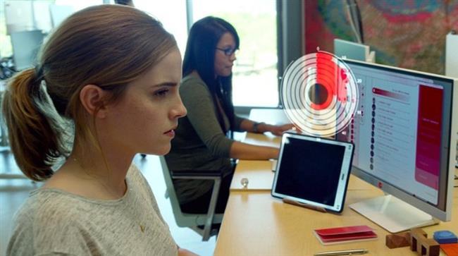 The Circle (28 Nisan)  Mae (Watson) dünyanın en büyük ve en güçlü teknoloji ve sosyal medya şirketi için çalışmaya başladığında, bunu hayatının fırsatı olarak görür. Genç kadın bu fırsatı iyi değerlendirmeye kararlıdır. Şirkette azmi ve başarısı ile yükselirken şirketin kurucusu Eamon Bailey (Hanks) tarafından mahremiyet, etik ve nihayetinde kişisel özgürlüğünün sınırlarını zorlayan çığır açıcı bir deneye katılmaya teşvik edilir. Ancak deneye katılımı ve aldığı her karar, arkadaşlarının, ailesinin ve insanlığın hayatını ve geleceğini etkilemeye başlayacaktır...Başrollerinde Tom Hanks ve Emma Watson'ın yer alacağı The Circle Dave Eggers'ın kitabından beyazperdeye uyarlanıyor. The Circle günümüz dünyasında sosyal medyanın ve dijital dünyanın hayatımızı nasıl etkilediğine dair çarpıcı bir film. Filmin yönetmenliğini ve senaristliğini James Ponsoldt üstleniyor.