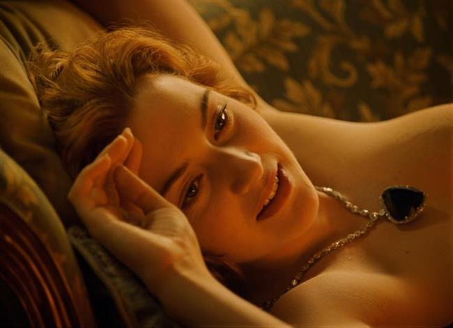 """Kate Winslet – Titanic  Sinema tarihinin en unuutulmaz filmi Titanik ile akıllara kazınan Kate Winslet, romantik sahneleriyle büyük bir çıkış yakalamayı başardı.  <a href= http://mahmure.hurriyet.com.tr/foto/magazin/adi-seks-skandalina-karismis-unluler_41877 style=""""color:red; font:bold 11pt arial; text-decoration:none;""""  target=""""_blank""""> Adı Seks Skandalına Karışmış Ünlüleri Biliyor musunuz?"""