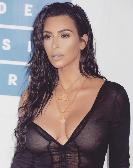 Kim Kardashian – Superstar  Seksi yıldız rol aldığı seks kaseti Superstar ile tüm dünya tarafından tanınmaya başlandı.Kariyerinde hızlı bir ivme kazanan Kardashian şuan gercek bir superstar.